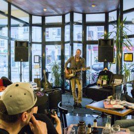 Euleluja: Knisterkonzerte im Eulenspiegel-Café Bildergalerie Poster